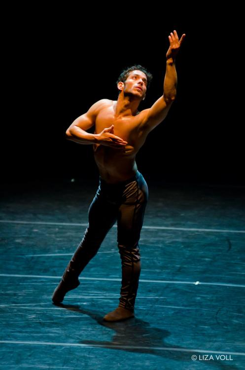 Complexions Contemporary Ballet's Edgar Anido. Photo by Liza Voll