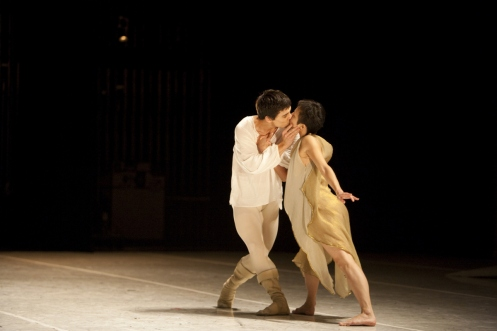 Pacific Northwest Ballet principal dancers James Moore and Kaori Nakamura in Jean-Christophe Maillot's Roméo et Juliette. Photo © Angela Sterling.