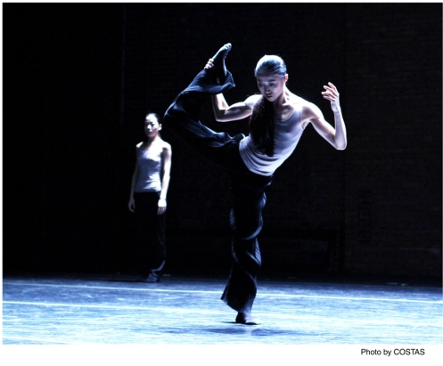 "PeiJu Chien-Pott & Ying Xin in Luca Veggetti's ""From the Grammar of Dreams"". Photo by Costas"