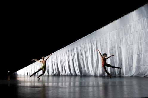 Cedar Lake Contemporary Ballet in Jiri Kylián's Indigo Rose. Photo by Paula Lobo