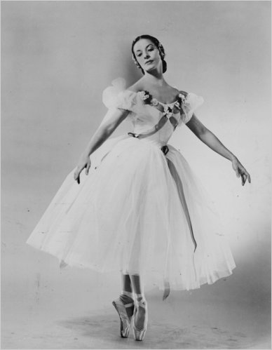 Alicia Alonso, with American Ballet Theater in 1955. She gave her final performance in 1995, when she was 75. Photo: Walter E. Owens