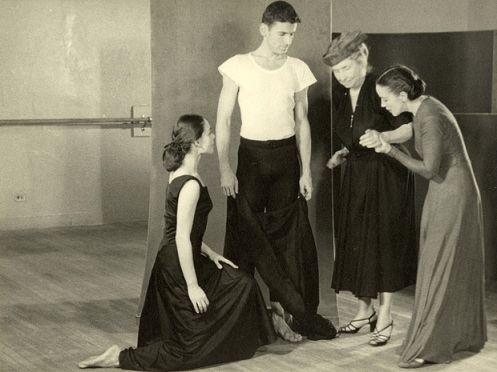 Helen Keeler waits while Martha Graham positions her hands as a male and female dancer look on. (1954) Image: Perkins School for the Blind Archive