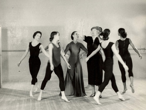 Helen Keller surrounded by a group of young dancers at Martha Graham's studio, including Graham herself. (1954) Image: Perkins School for the Blind Archive