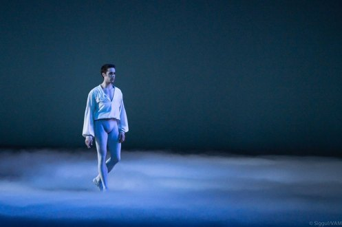 Matthias Heymann (Paris Opera Ballet) in Solo from Manfred. Choreography by Rudolph Nureyev. Photo by Siggul/VAM.