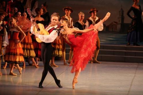 The Mikhailovsky Ballet's Oksana Bondareva & Leonid Sarafanov in Don Quixote. Photo: Stas Levshin